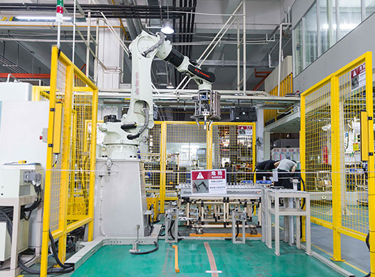 芬尼克兹参与国家及行业标准制定十余项,并建设拥有节能型综合性能实验室、精密级半消声实验室、可靠性实验室等11个实验室,成为广东工业热泵工程技术研究中心、中国制冷空调行业大学生科技竞赛基地。